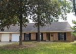 Foreclosed Home in Baton Rouge 70815 KAY DR - Property ID: 2786139776