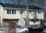 Foreclosed Home in Shirley 11967 E PARKVIEW DR - Property ID: 3121929617