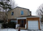 Foreclosed Home in Mastic 11950 BRANDYWINE DR - Property ID: 3122005380