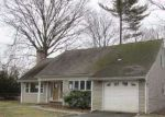 Foreclosed Home in Westbury 11590 ROBIN RD - Property ID: 3200641425