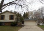 Foreclosed Home in Elgin 60123 DEVONSHIRE CIR - Property ID: 3209360165