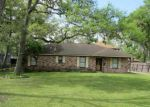 Foreclosed Home in Clute 77531 YAUPON ST - Property ID: 3210449865