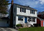 Foreclosed Home in New London 06320 WOODLAWN RD - Property ID: 3271189845