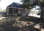 Foreclosed Home in Denham Springs 70726 CARDINAL RD - Property ID: 3413355316