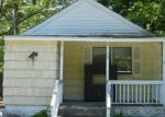 Foreclosed Home in Mastic 11950 MIDLAND AVE - Property ID: 3465312171