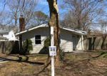 Foreclosed Home in Mastic 11950 TERRY DR - Property ID: 3518460766