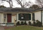 Foreclosed Home in Arlington 76013 W LOVERS LN - Property ID: 3546120570