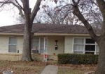 Foreclosed Home in Gainesville 76240 S LINDSAY ST - Property ID: 3554117984