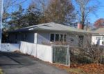 Foreclosed Home in Mastic 11950 MIDLAND AVE - Property ID: 3608018110