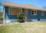 Foreclosed Home in Cedar Rapids 52404 BOWLING ST SW - Property ID: 3663343431