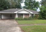 Foreclosed Home in Baton Rouge 70815 OAK GROVE DR - Property ID: 3685766835