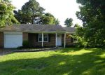 Foreclosed Home in Jacksonville 28546 CASTLE DR - Property ID: 3738866798