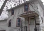 Foreclosed Home in Clinton 52732 CLEVELAND ST - Property ID: 3781832479