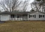 Foreclosed Home in Shirley 11967 APPEL DR E - Property ID: 3912217781