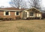 Foreclosed Home in Wood River 62095 ASH ST - Property ID: 3916270345