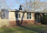 Foreclosed Home in Shirley 11967 HOUNSLOW RD - Property ID: 3945731545
