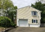 Foreclosed Home in Bridgeport 06606 VINCELLETTE ST - Property ID: 3970798104