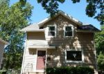 Foreclosed Home in Cedar Rapids 52402 OAKLAND RD NE - Property ID: 3987100379