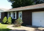 Foreclosed Home in Waterloo 62298 PAUL DR - Property ID: 3991012356