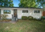 Foreclosed Home in Louisville 40218 ROBINWOOD RD - Property ID: 4035069931