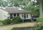 Foreclosed Home in Riverhead 11901 ROBERT ST - Property ID: 4047021352