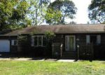 Foreclosed Home in Mastic 11950 MORICHES AVE - Property ID: 4051874542
