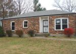 Foreclosed Home in Louisville 40228 APPLE VALLEY DR - Property ID: 4078630824