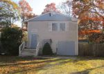 Foreclosed Home in Shirley 11967 ROBERTS RD - Property ID: 4083753353