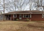 Foreclosed Home in Tuscumbia 35674 CIRCLE DR - Property ID: 4104703400