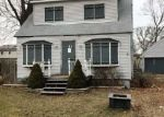 Foreclosed Home in Mastic 11950 PAWNEE AVE - Property ID: 4113788294