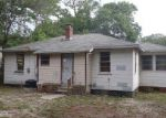 Foreclosed Home in Jacksonville 32208 SARATOGA BLVD - Property ID: 4153393409