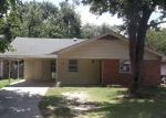 Foreclosed Home in Shawnee 74801 S POTTENGER AVE - Property ID: 4154387166