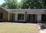 Foreclosed Home in Memphis 38128 WYCHEMERE DR - Property ID: 4156878820