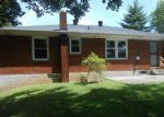 Foreclosed Home in Clarksville 37042 WALKER CIR - Property ID: 4205814970