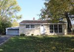 Foreclosed Home in Carpentersville 60110 ALAMEDA DR - Property ID: 4225969201