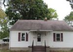 Foreclosed Home in Wood River 62095 LONGFELLOW AVE - Property ID: 4225978404