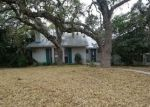 Foreclosed Home in Helotes 78023 OAK COUNTRY - Property ID: 4245042990