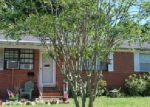 Short Sale in Jacksonville 32205 QUAN DR - Property ID: 6281641327