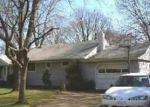 Foreclosed Home in Bay Shore 11706 MANATUCK BLVD - Property ID: 2815234377