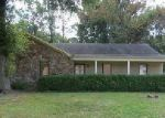 Foreclosed Home in Memphis 38115 OAKBEND DR - Property ID: 2895652539