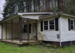Foreclosed Home in Campton 41301 LITTLE BLOODY CREEK RD - Property ID: 4264013828