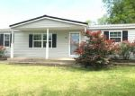 Foreclosed Home in Carbondale 62902 BOSKYDELL RD - Property ID: 4274618484