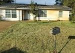 Foreclosed Home in Dilley 78017 W HARRIS ST - Property ID: 4324217727