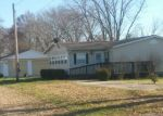 Pre Foreclosure in Mount Vernon 62864 N LIEBENGOOD LN - Property ID: 1168999178