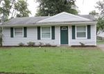 Pre Foreclosure in Louisville 40213 SHASTA TRL - Property ID: 1286908799