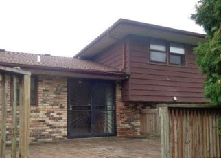 Foreclosure Auction in Country Club Hills 60478 OAKWOOD AVE - Property ID: 1724136930