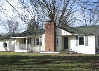 Foreclosed Home in Livonia 48154 NEWBURGH RD - Property ID: 1124172551