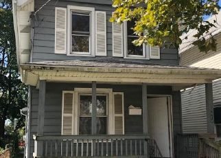 Foreclosed Home in Gloucester City 08030 SOMERSET ST - Property ID: 1413102684