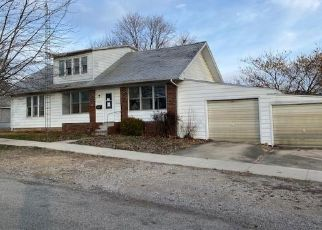 Foreclosed Home in Effingham 62401 W SAINT LOUIS AVE - Property ID: 1764519430
