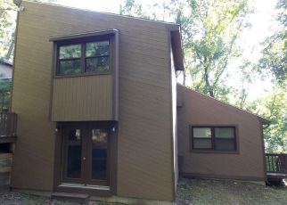Foreclosed Home in North Smithfield 02896 PREMISY HILL RD - Property ID: 2001024967
